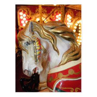 Cartão Postal Branco do cavalo do carrossel