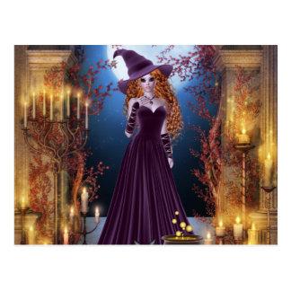 Cartão Postal Bruxa do Dia das Bruxas pela luz de vela