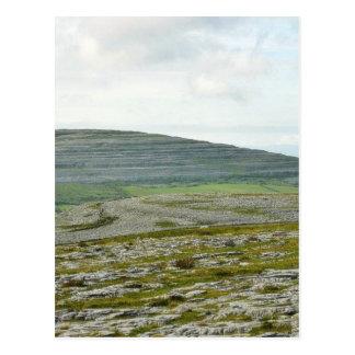 Cartão Postal Burren nubla-se colinas das montanhas