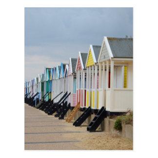 Cartão Postal Cabanas brilhantemente pintadas da praia