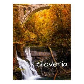 Cartão Postal Cachoeira na garganta do desfiladeiro de Vintgar