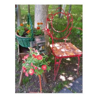 Cartão Postal Cadeira de jardim alaranjada brilhante