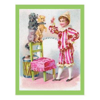 Cartão Postal Cães de estimação do treinamento do menino do