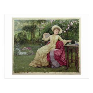 Cartão Postal Café e leitura do bebendo no jardim (w/c sobre