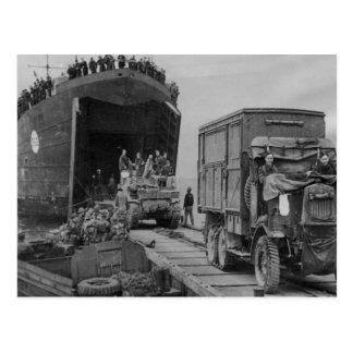 Cartão Postal Camiões e tropas da segunda guerra mundial que