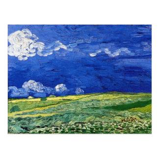 Cartão Postal Campo de trigo sob o céu nublado por Vincent van