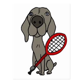 Cartão Postal Cão engraçado de Weimaraner que joga o tênis