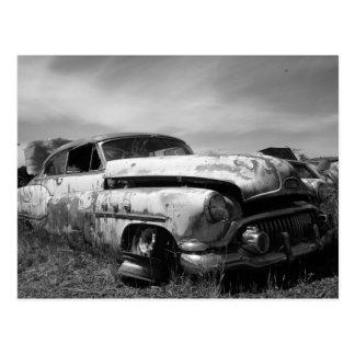 Cartão Postal Carro de Buick em um cemitério de automóveis