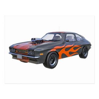 Cartão Postal carro do músculo dos anos 70 em chamas alaranjadas