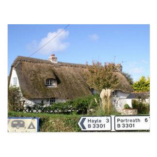 Cartão Postal Casa de campo thatched bonita