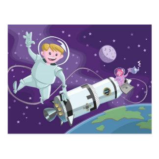 Cartão Postal casal do astronauta da caminhada do espaço que