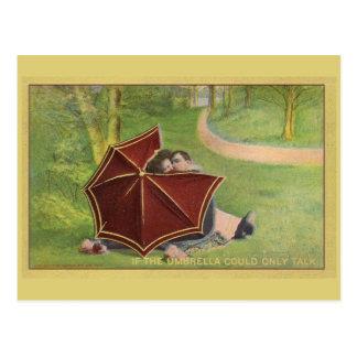 Cartão Postal Casal do vintage sob o guarda-chuva