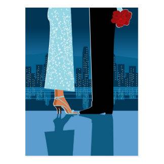 Cartão Postal Casal romântico na cidade