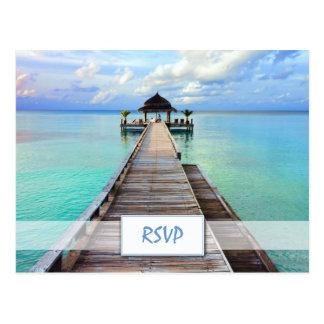 Cartão Postal Casamento de praia RSVP de Maldives do molhe do