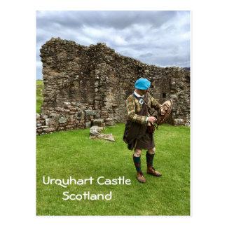 Cartão Postal Castelo de Urquhart em Scotland, homem de Jacobite