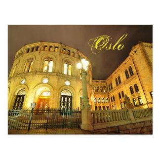 Cartão Postal Castelo em Oslo, Noruega na noite