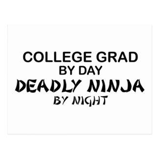 Cartão Postal Categoria Ninja mortal da faculdade em a noite