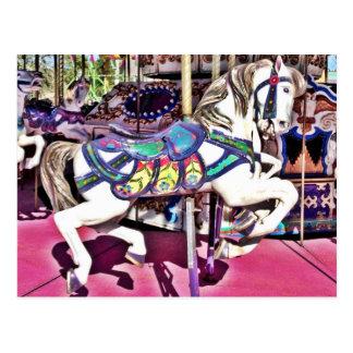Cartão Postal Cavalo colorido do carrossel em presentes da foto
