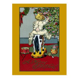 Cartão Postal Cavalo de equitação da criança nas rodas no dia do