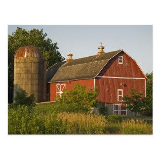 Cartão Postal Celeiro e silo vermelhos