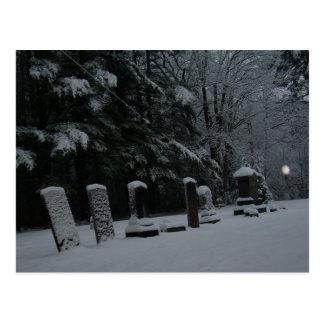 Cartão Postal Cemitério do inverno com esfera