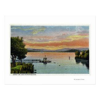 Cartão Postal Cena do por do sol no lago