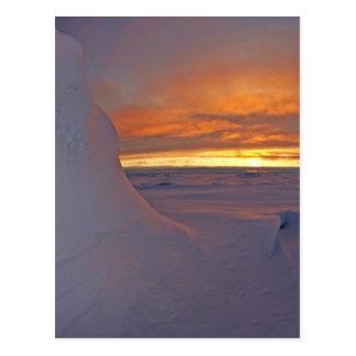 Cartão Postal Cena do tempo de inverno do por do sol do oceano