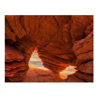 Cartão Postal Cénico da caverna corrmoída do arenito