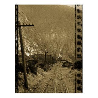 Cartão Postal Cerca do trem 1910 ocidental da foto das trilhas