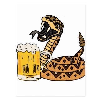 Cartão Postal Cerveja engraçada do bebendo do cascavel