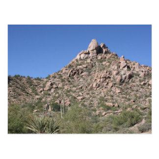 Cartão Postal Céu Azure sobre o pico do pináculo