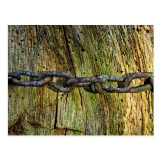 Cartão Postal Chain oxidado na madeira velha