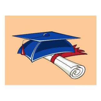 Cartão Postal Chapéu azul da graduação com um rolo e uma banda