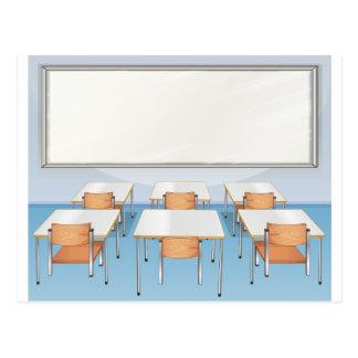 Cartão Postal Cheio da sala de aula das cadeiras e das mesas