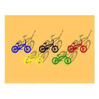 Cartão Postal Ciclista da trilha de sujeira do ciclismo do