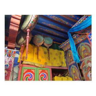 Cartão Postal Cilindros dentro de um templo