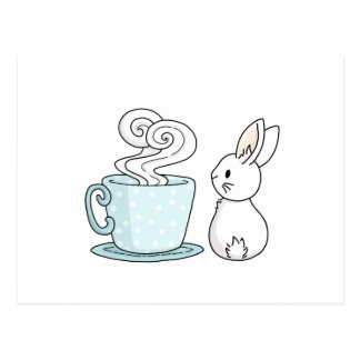 Cartão Postal Coelho com um copo do chá