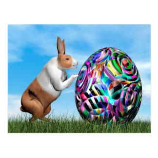 Cartão Postal Coelho que empurra o ovo da páscoa - 3D rendem