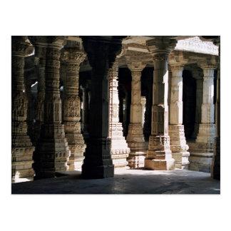 Cartão Postal Colunas e sombras de mármore cinzeladas do templo
