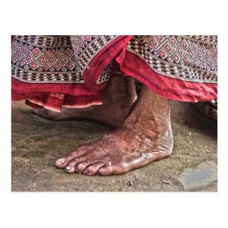 Cartão Postal Com os pés descalços no templo