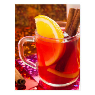 Cartão Postal Copo transparente do chá com citrino, canela