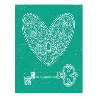 Cartão Postal Coração fechado e chave no fundo do verde