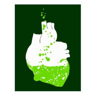 Cartão Postal coração irlandês da cerveja verde