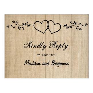Cartão Postal Corações dobro de madeira rústicos que Wedding