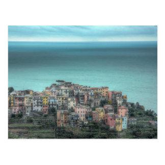 Cartão Postal Corniglia nos penhascos, Cinque Terre Italia