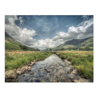 Cartão Postal Córrego que flui do lago Buttermere em Windermere,