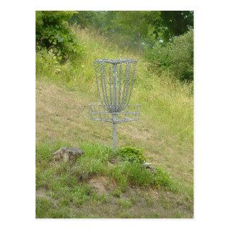 Cartão Postal Correntes de uma cesta do golfe do disco