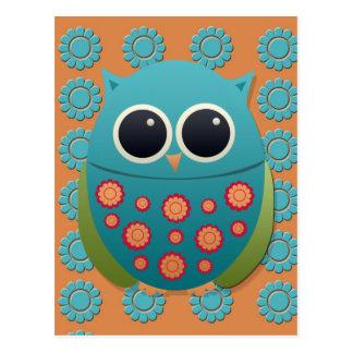 Cartão Postal Coruja azul e verde bonito em flores alaranjadas e