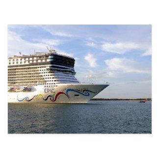 Cartão Postal Costume decorado do arco do navio de cruzeiros
