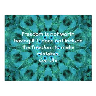 Cartão Postal Cotação da sabedoria de Gandhi que diz sobre a